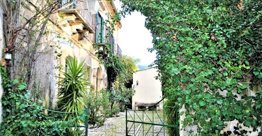 Un palazzo ottocentesco a Chiaramonte Gulfi