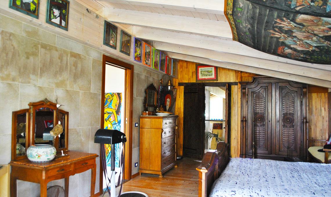 Una casa dallo spirito eclettico e dall imprinting poliedrico